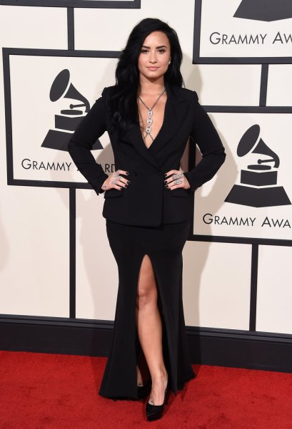 demi-lovato-red-carpet-grammys-2016